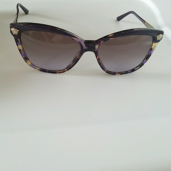 270d03f587535 VERSACE sunglasses authentic. M 5aa595d4caab44f721f0dec4